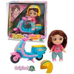 Me Contro Te- Giochi Preziosi Mini Doll 12 cm Sofi in Scooter, Multicolore, MEC29000